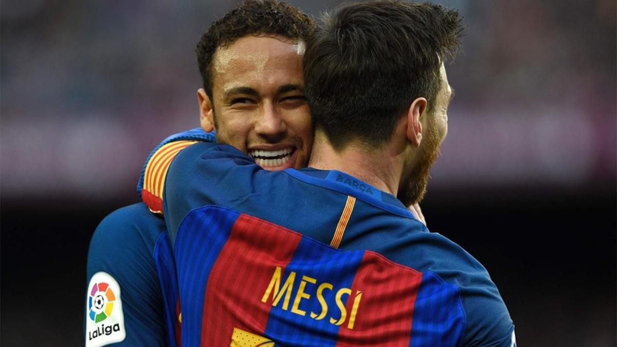 messi--jugador-del-barcelona--abrazando-a-su-companero-neymar--afp.jpg